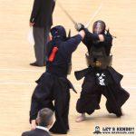 準々2、写真背中の田中翔が久田松(早大)との相面に競り勝ち準決勝進出を決めた。