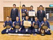 2茨城新聞社旗、男子団体優勝の水戸葵陵(茨城新聞社HP)