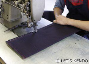面布団の仮縫い。日本製の美しい紺反を使っている。