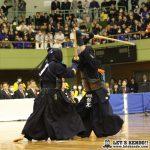 決勝先鋒戦、九学・鈴木が浦安・大力から引きコテ、メンを決めて2本勝ち。