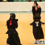 決勝、宮本が筒井からメン、コテを連取し優勝を決めた。